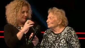O Ses Türkiye'de 83 yaşında yaşlı kadın sahneye çıktı