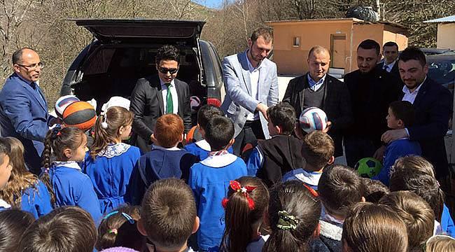 TÜGVA köylerde öğrencilerle buluştu