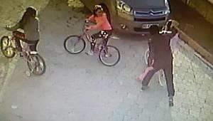 Samsun'da parke taşıyla küçük kızın başına vurdu