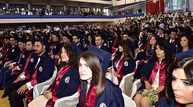OMÜ'de genç doktorlar mezun oldu