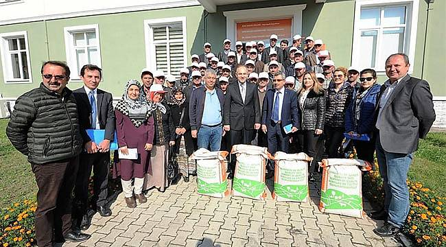 Üreticilere tohum dağıtımı