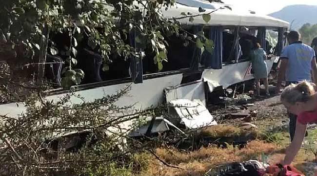 Tur otobüsü betona çarptı 25 yaralı