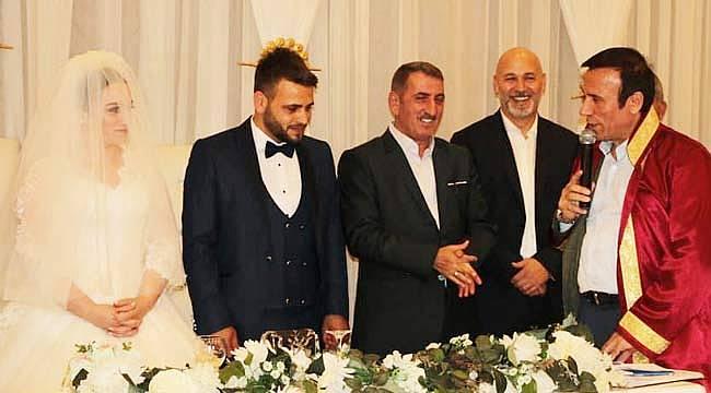 Başkan Karaduman, yeğenini evlendirdi