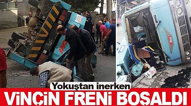 Trabzon'da freni boşalan vinç takla attı