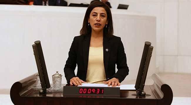 HDP milletvekili terör şüphelisinin cebinden cep telefonunu aldı