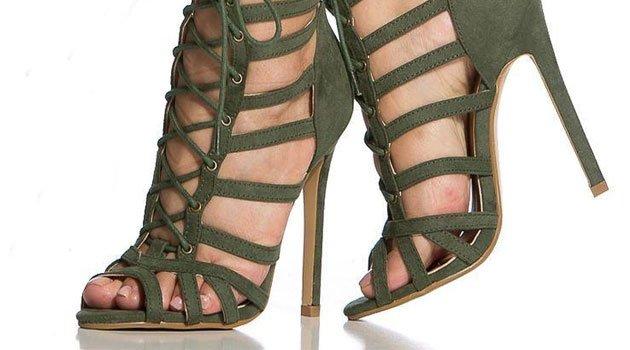 Yüksek topuklu ayakkabı giyin ayaklarınız hasta olsun